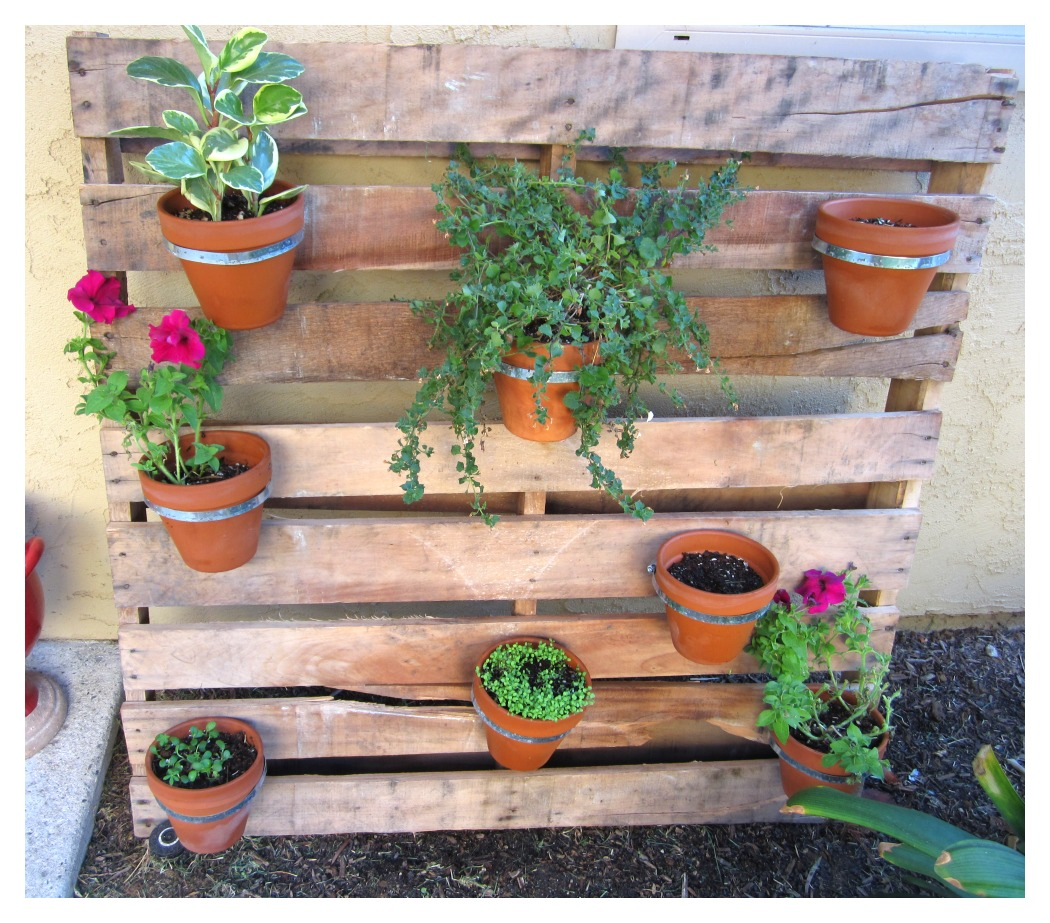 Diy pallet planter this abundant life for Making planters from pallets